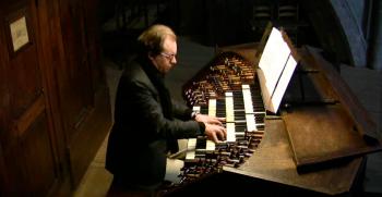 Organist Peter Van de Velde an der Pierre Schyven Orgel der Kathedrale von Antwerpen