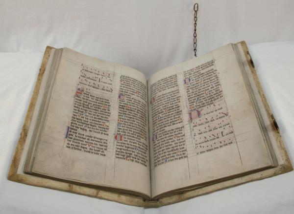 (Foto: Marianne Schiller/ThULB) Aufgeschlagene Doppelseite aus der Jenaer Liederhandschrift.