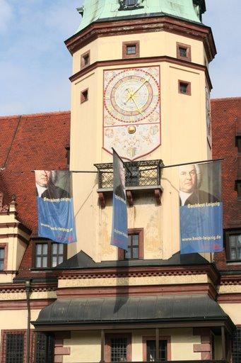 Foto: Rathaus Leipzig mit Bachfest-Banner  (Fotorechte: V. Hege)