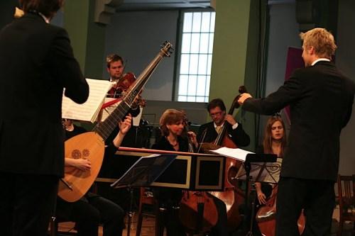 Elbipolis: Dirigent Olof Boman, Violoncello: Inka Döring und Susanna Weymar, Kontrabass: Alf Brauer