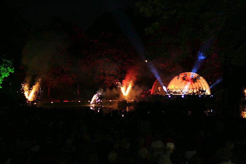 OPEN AIR-Konzert mit Feuerwerk im Bürgerpark