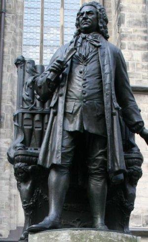 J.S. Bach-Denkmal am Thomaskirchhof in Leipzig