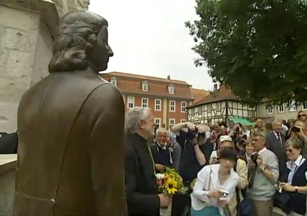 Einweihung des neuen J.S. Bach Denkmals vor der Divi Blasiikirche Mühlhausen