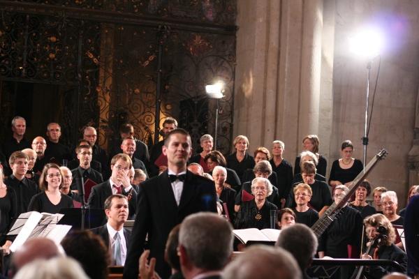 Ein rühriger Leiter: Kreiskantor Oliver Stechbart, der Bachchor Mühlhausen und Mitglieder des Orchesters der Händelfestspiele Halle