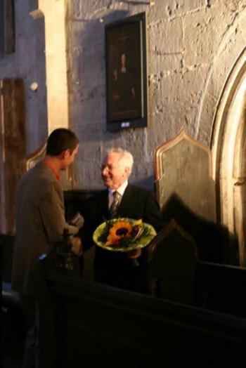 Kreiskantor Stechbart dankt Gerhard Weingerger für sein Orgelkonzert