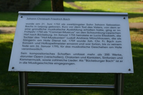 Hinweise mit fam. Daten und sein Wirken in Bückeburg (Fotorechte: V. Hege)