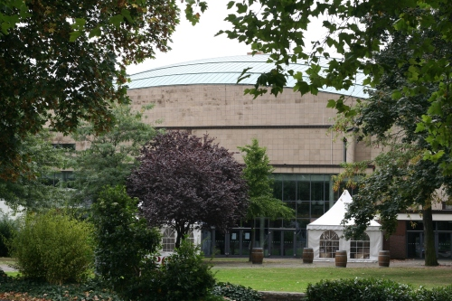 Erst kommt der grüne Teppich vom Beethovensaal Bonn