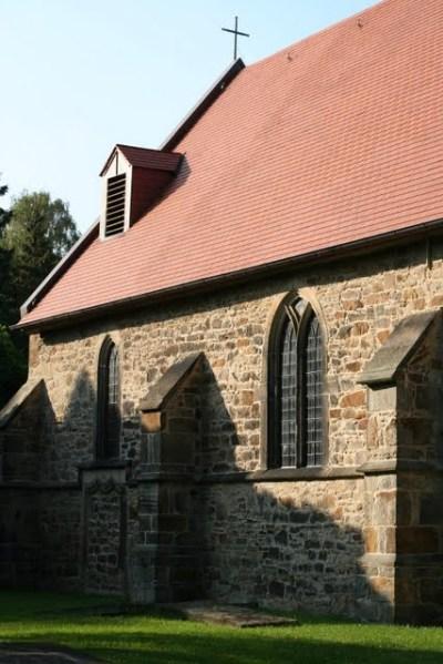 Die Jetenburger Kirche aus dem 13. Jahrhundert auf dem gleichnamigen Friedhof in Bückeburg
