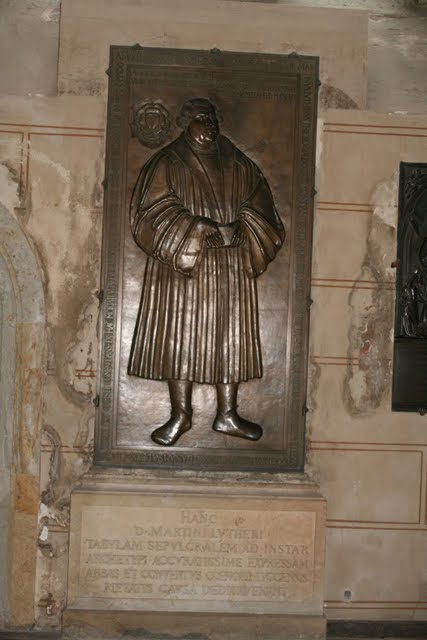 Luther-Relief in der Schlosskirche Wittenberg.JPG