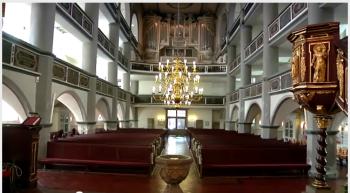 St. Georgen in Eisenach mit Taufbecken im Vordergrund dort wurde am 23.3.1685 J.S. Bach getauft