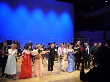 Die Solisten, Chor, Ensemble und Dirigent