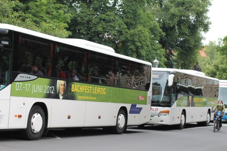 Busse vor der Thomaskirche zum Bachfest 2012