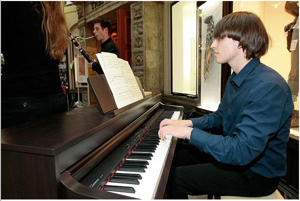 In der Mädler Passage spielte das Zelenka Trio, Foto: Dirk Knofe