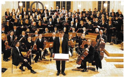 Die Ploner Kantorei mit Orchester unter der Leitung von Henrich Schwerk spielte viele Kantaten. (Fotorechte:HFR)