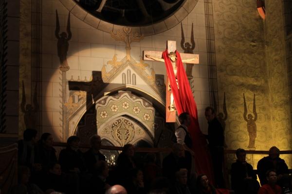 Eine bewegende Szene Jesus von der Geburt i´bis nach Golgatha zum Kreuz.. Herrenhäuser Kirche WO-Oper