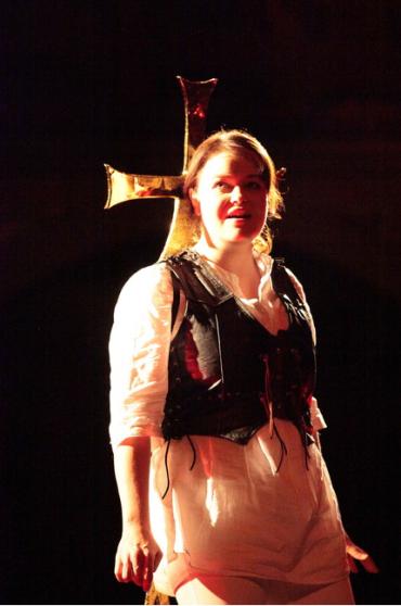 Sopranistin Friederike Weritz gab mit einem silberstrahlenden Sopran überzeugend den Engel,..