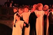 Szene Kirchen- und Mädchenchor in der Weihnachtsoper Herrenhäuser Kirche