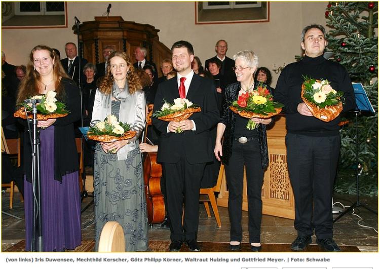 Die Gesangs-Solisten mit Kantorin Waltraud Huizing