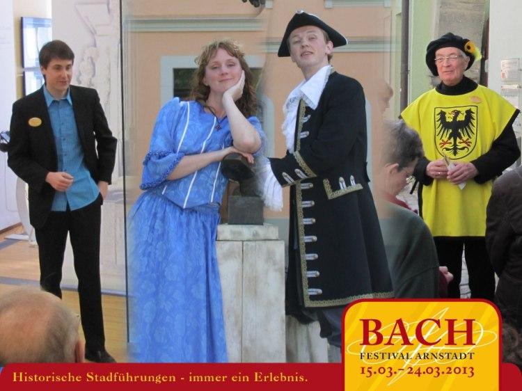 Beim Bach-Festival-Arnstadt könnt ihr nicht nur erstklassige Konzerte erleben, sondern auch die beliebten historischen Stadtführungen. Unsere Stadtführer führen euch - zum Teil in Original-Kleidung - durch die Straßen und Häuser der Bachstadt oder durch die multimediale Bachhausstellung im Schlossmuseum Arnstadt. Alle Infos zu unseren Stadtführungen bekommt ihr hier: http://bit.ly/HSFBFA2013