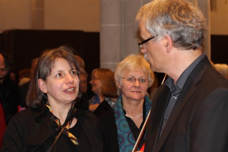 Foto von links:  Konzertmeisterin Christiane Mundschick und Jost Schmithals, Leiter des Mitsing-Projektes in Höxter 14. April 2013