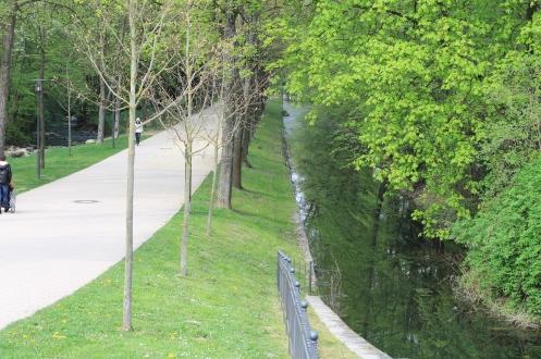 Eine wunderbare Parklandschaft führt zum Veranstaltungsort der HfM Detmold