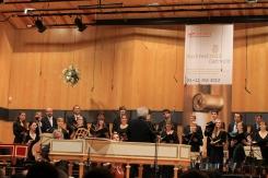 Im Konzerthaus der HfM Detmold gruppiert sich der studentische Vokal-Chor der HfM Detmold zur Motette BWV 230