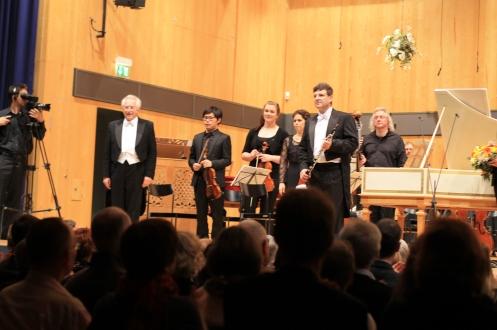 Applaus für das Werk von Johann Ludwig Krebs (1713–1780) Doppelkonzert für Oboe und Cembalo h-Moll. Solist: József Kiss, Oboe(Dozent an der HfM Detmold)
