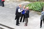 Pausengespräch vor dem Konzerthaus: Dorothee Mields (Sopran) Bildmitte.