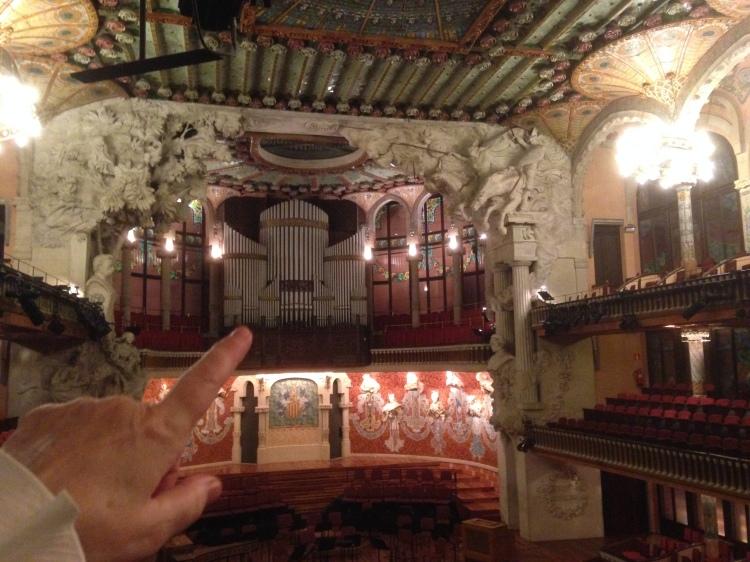"""Palau de la Música Catalana"" in  Barcelona - Monteverdi Choir - Conductor J. E. Gardiner - Blick auf die Walcker-Orgel - Konzert am 7. 3. 2014. Claudio Monteverdi: ""vespere de Beate Virginia"" von 1610"