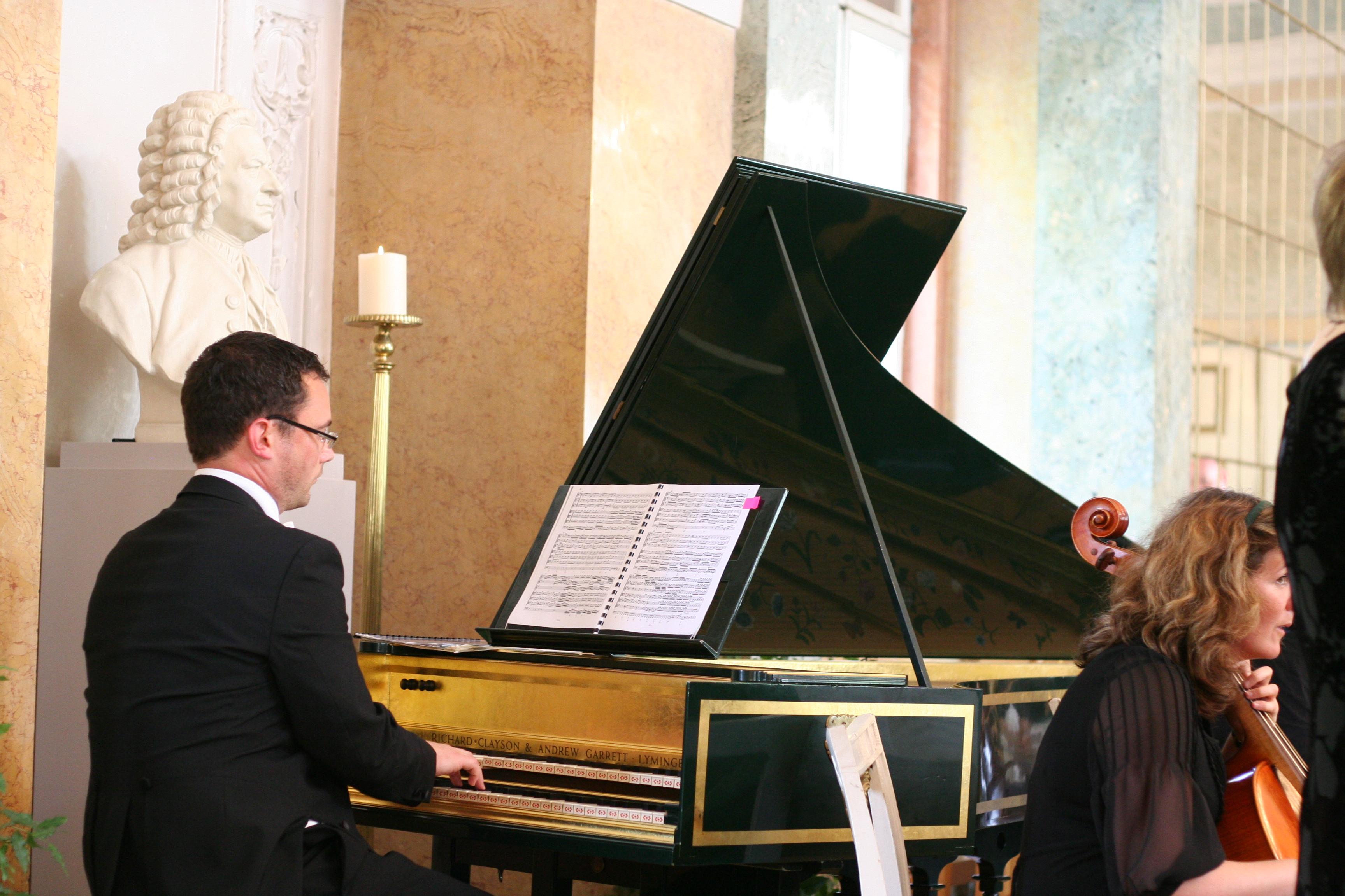 Konzert zum Bachfest 2008 unter der Bach-Büste im Spiegelsaal Schloss Köthen (Sachsen-Anhalt) Germany