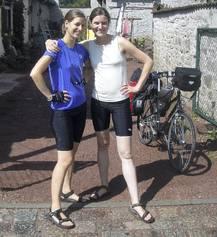 Im Sommer haben die Musikerinnen Mareike Neumann (li.) und Anna-Luise Oppelt die Route Eisenach - Leipzig mit dem Rad bewältigt. Foto: privat