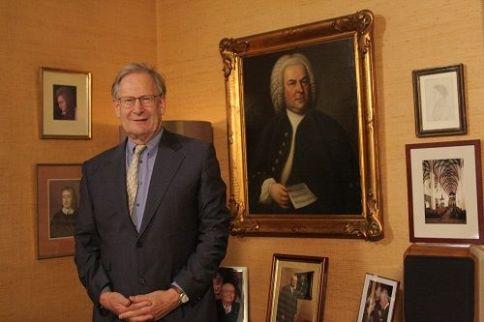Sir J. E. Gardiner vor dem Haußmann-Gemälde von J. S. Bach das nach Leipzig zurückkehrt !