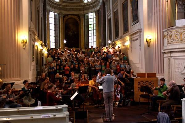 Die Thomaner und dasHändelfestspiel Orchester aus Halle ibei der PROBE IN DER NIKOLAIKIRCHE LEIPZIG für das Eröffnungskonzert zum Bachfest 2015.