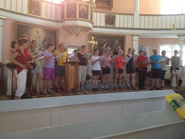 Gesammte Gruppe singt in St.Vitus, Wechmar