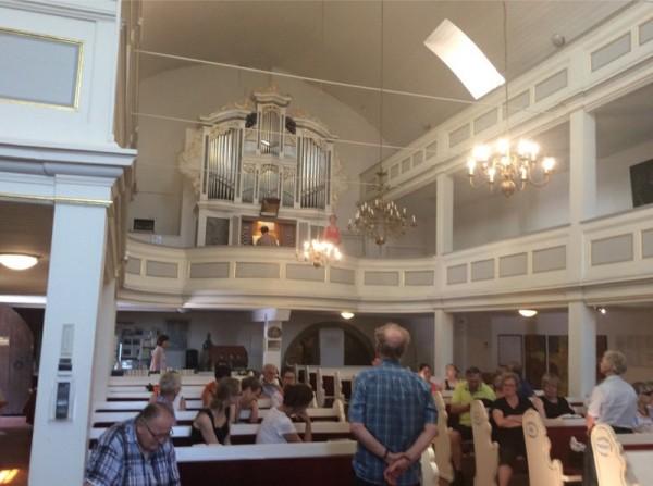 Hören der Alt-Arie von Anne gesungen in Bachs-Trauungs-Kirche in Dornheim