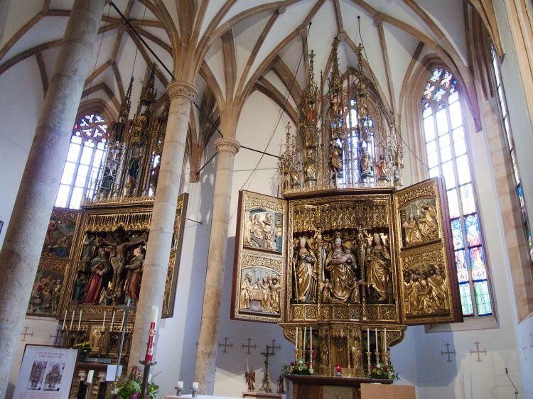 Hallstatt_-_Pfarrkirche_Maria_Himmelfahrt_Interier_Altar