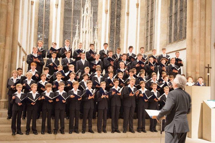70 Sängerknaben: seit 1997 leitet Roderich Kreile als 28. Kreuzkantor seit der Reformation den inzwischen 800 Jahre alten Chor. Foto Ralf Bittner