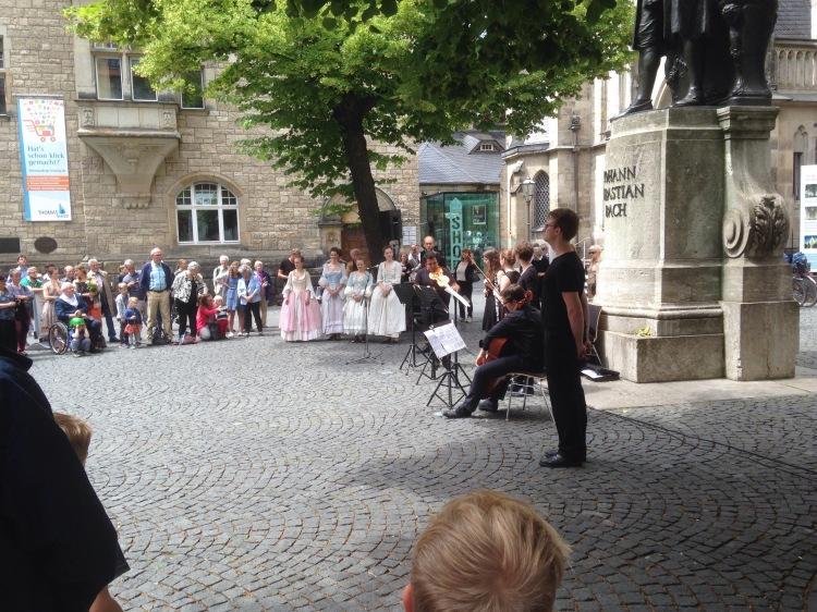 Volksmusik mit Tanz vor der Thomaskirche Leipzig zum Bachfest 2016.